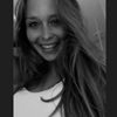 Larissa zoekt een Appartement / Huurwoning / Studio / Woonboot in Rotterdam